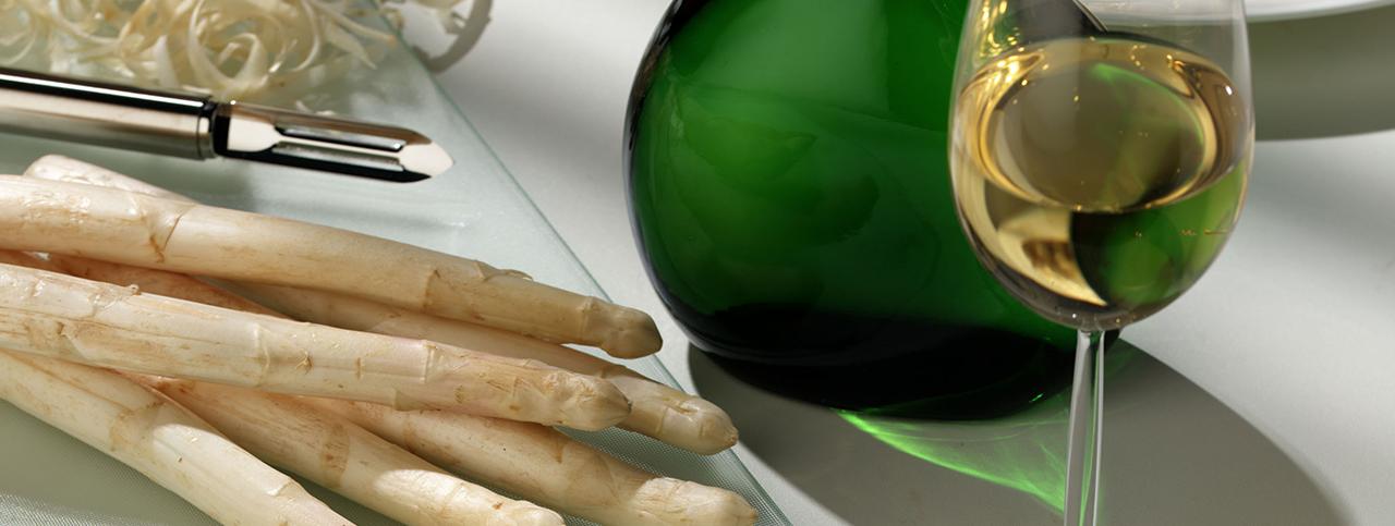 Sparris och ett vin från vindistriktet Franken